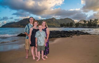 family photos on the beach in Hawaii